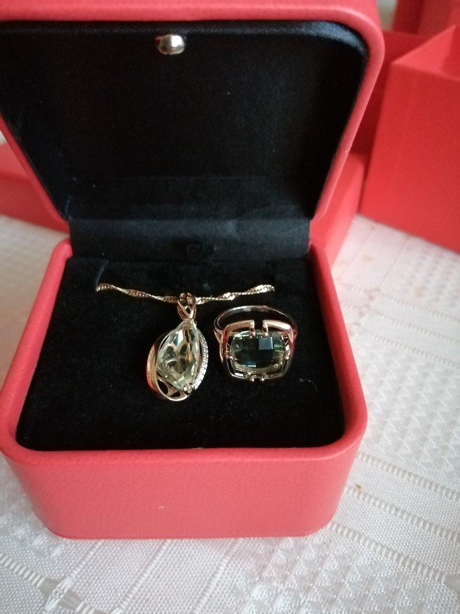 Кольцо золотое с заленым аметистом.
