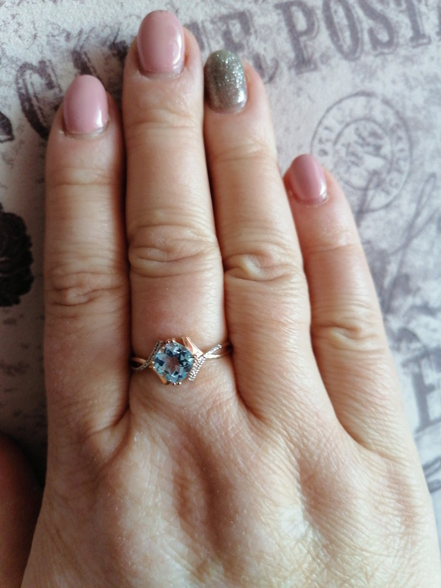 Кольцо с бриллиантами и топазом.