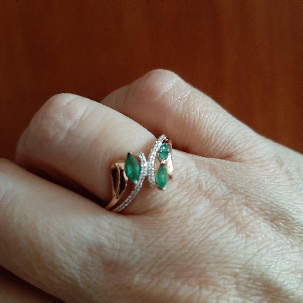 Кольцо с изумрудом и брилиантами