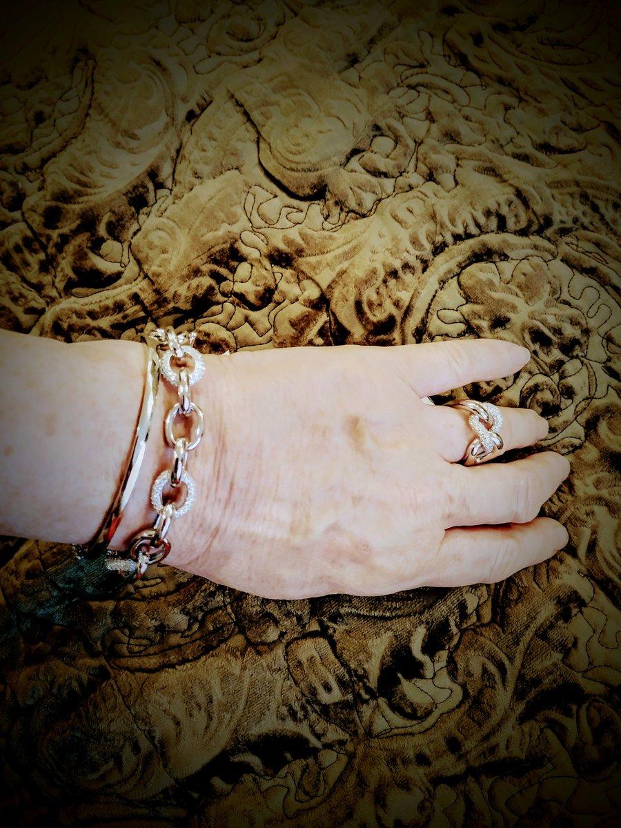 Стильные и актуальные браслеты и кольцо.