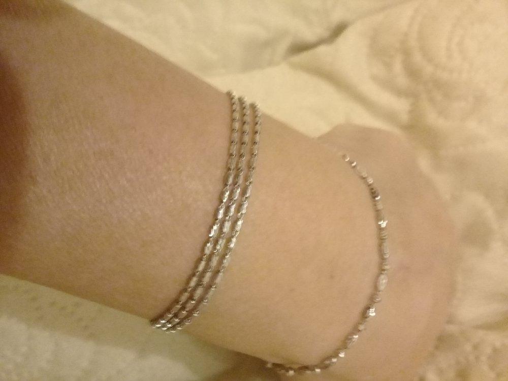 Серебряный браслет из трех цепочек.