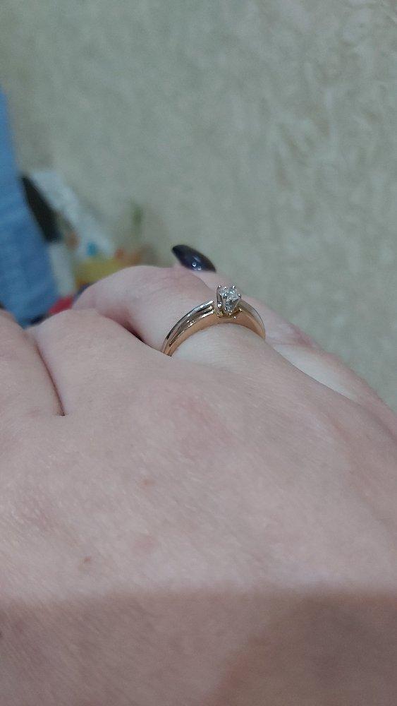 Кольцо просто нереальное. камень горит.