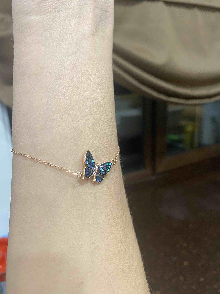 Красивый браслет очень яркая бабочка