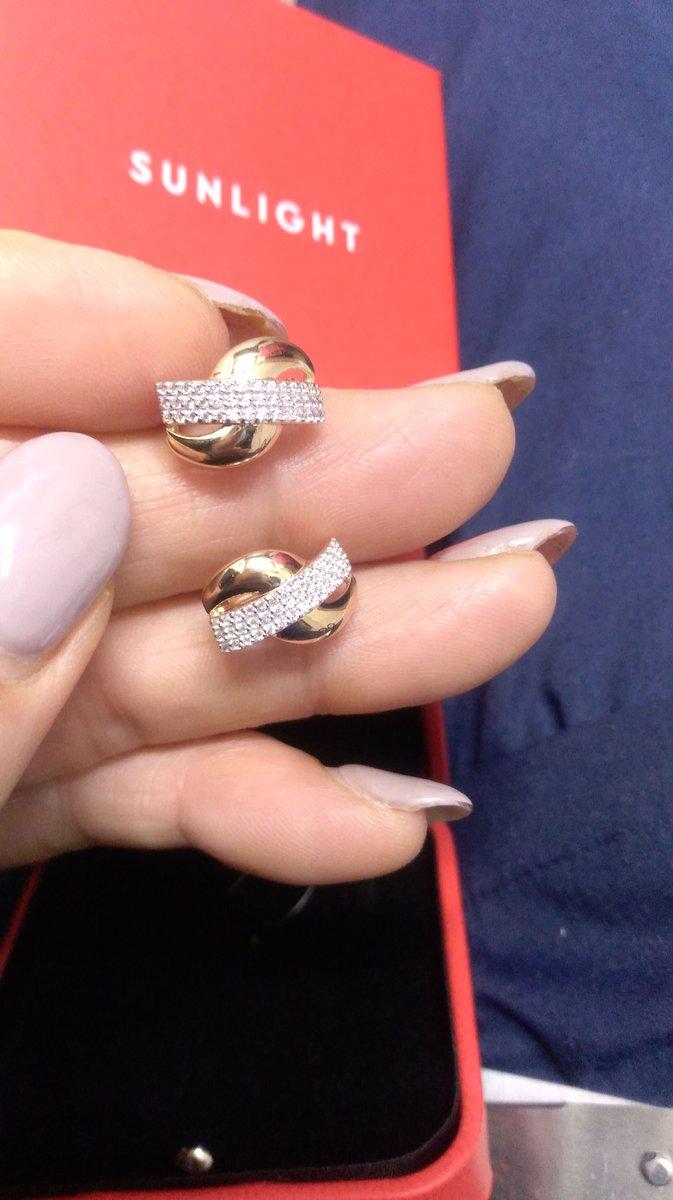На днях купила кольцо мне очень понравилась украшение сегодня купила серьги