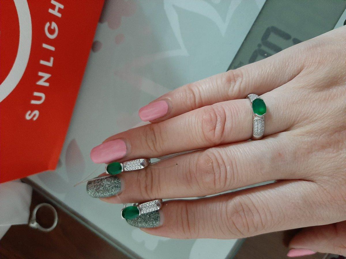 Серьги красивые покупала вместе с кольцом. очень круто смотрится.