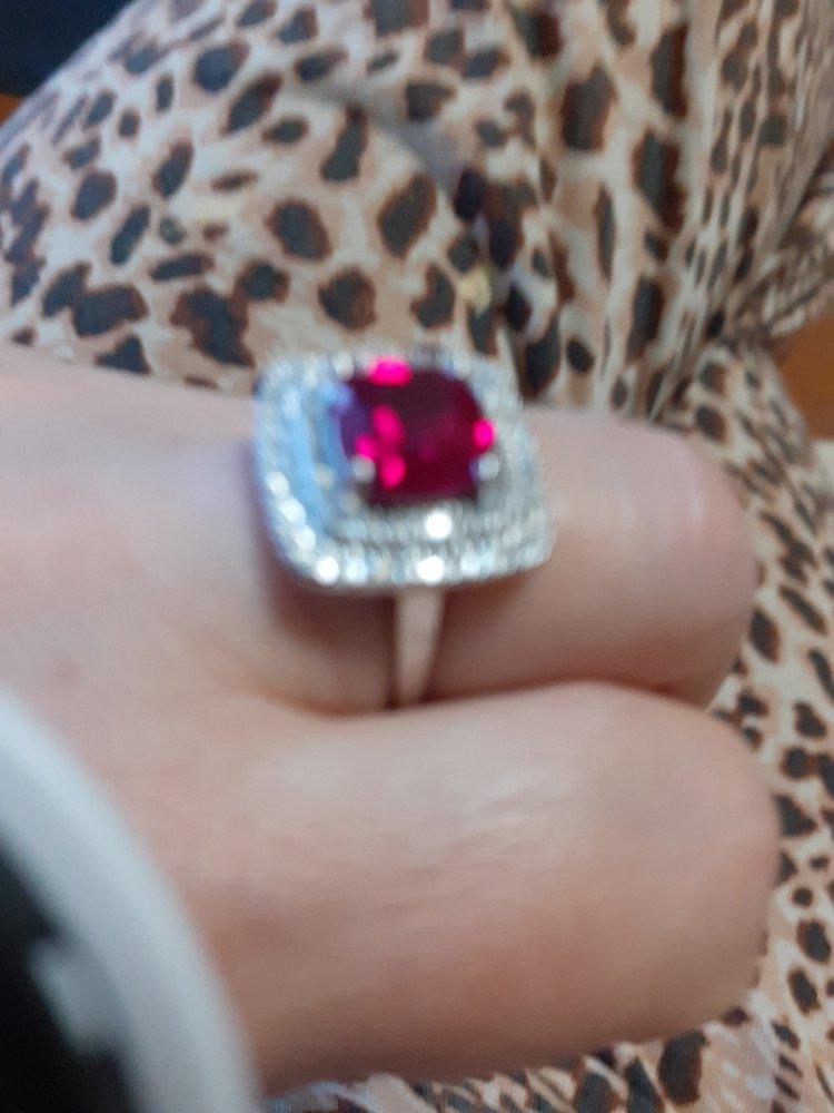 Очень красивый перстень.большое спасибо производителю!
