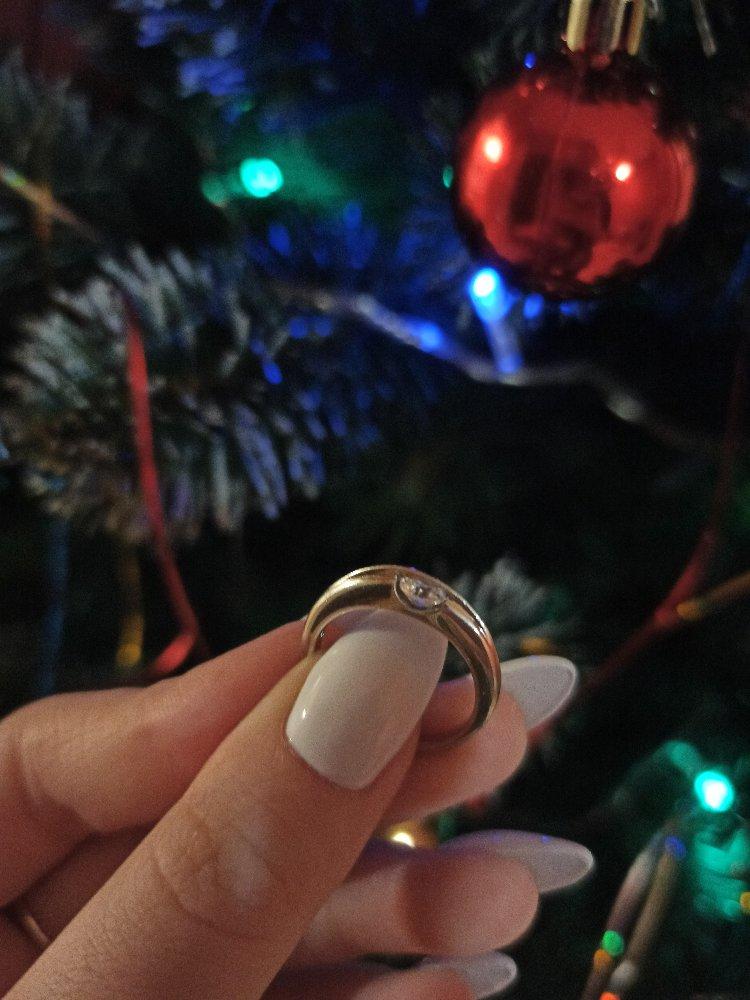 Кольцо с играющим фианитом