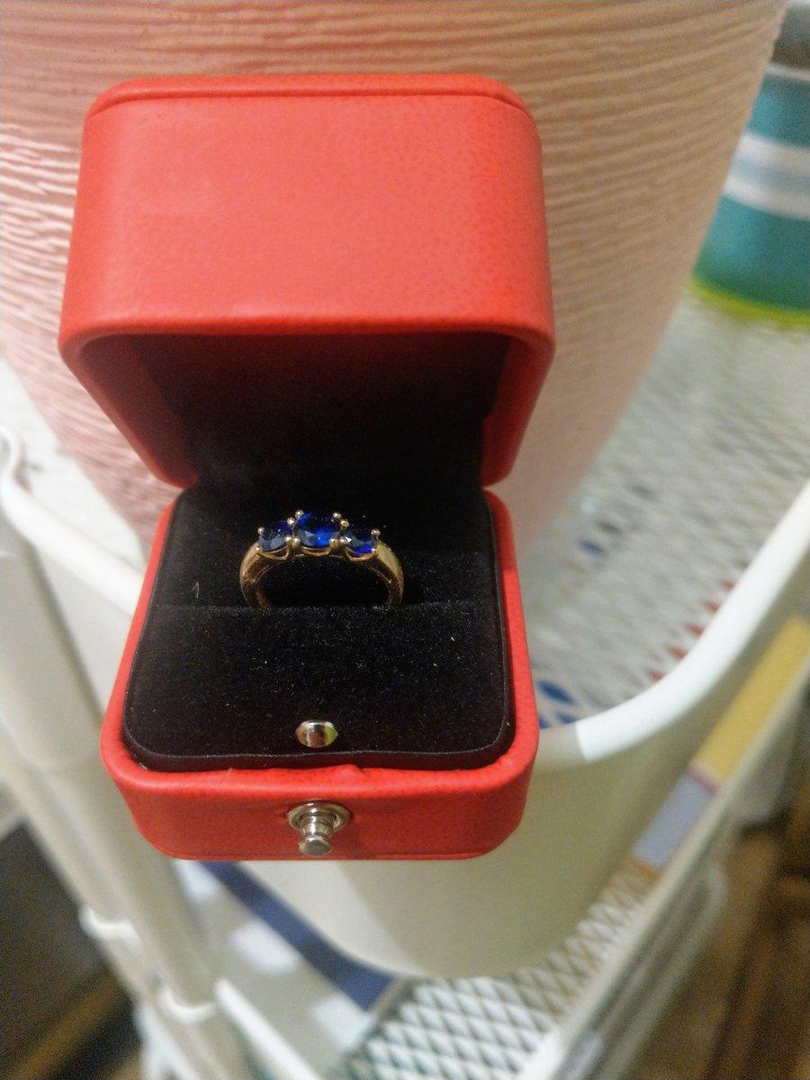 Очень красивое кольцо с сапфирами