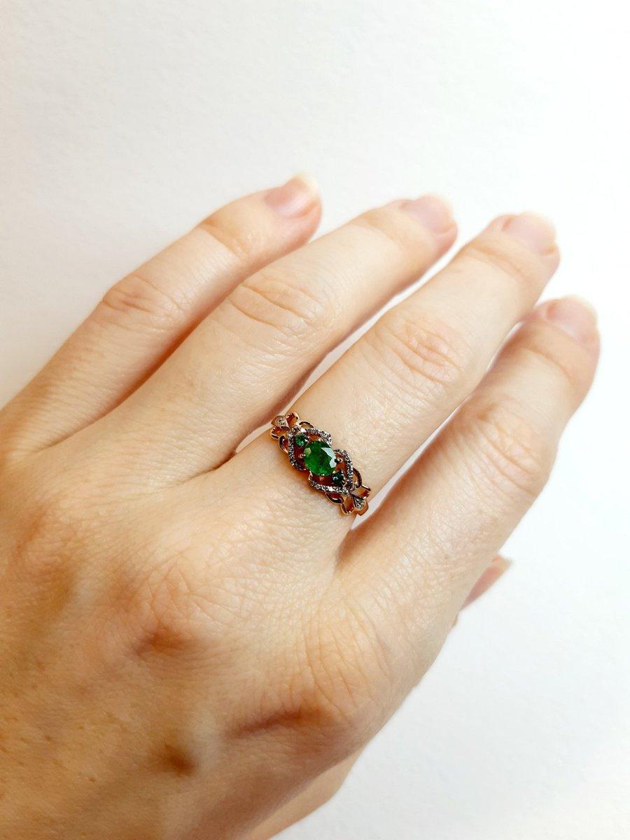 Кольцо с изумрудами и бриллиантами