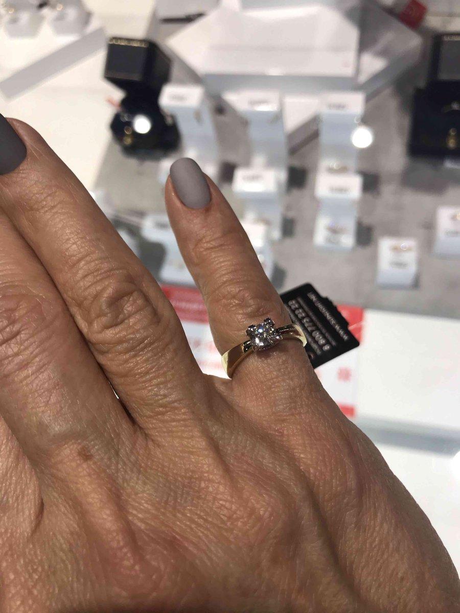 Красивый подарок для меня от мужа! приятно совпали цена и качество кольца!