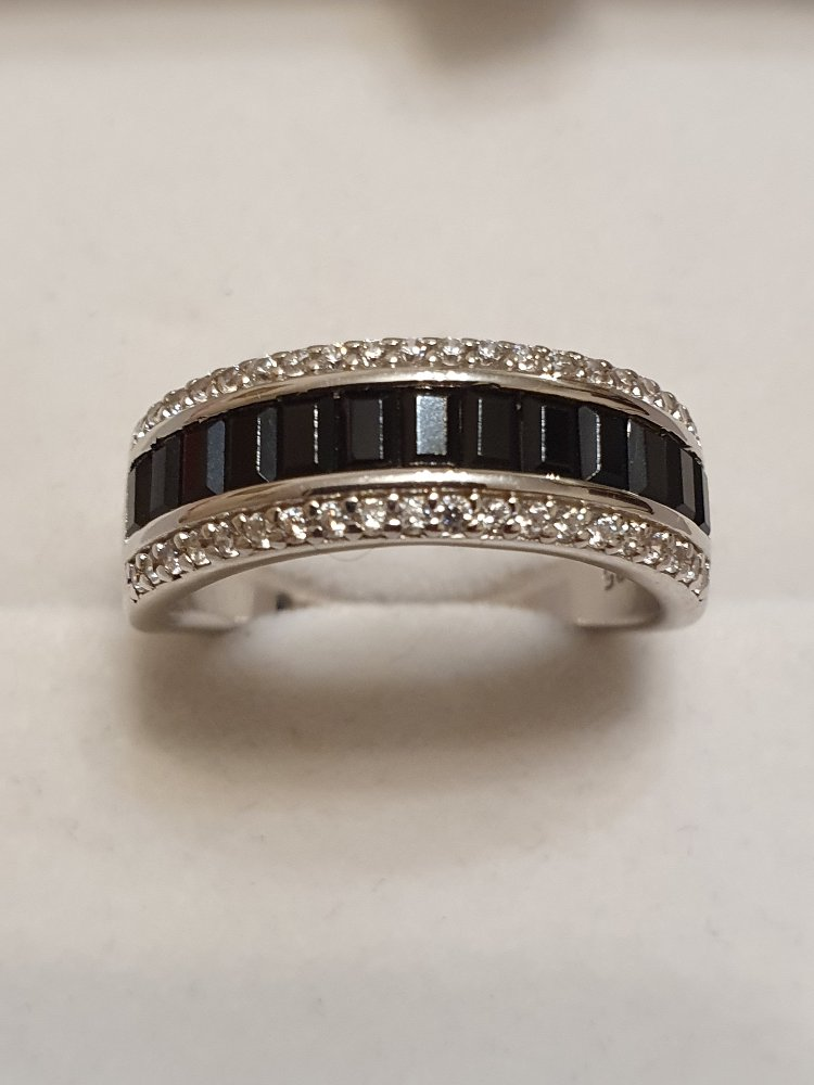 Серебряное кольцо с алпанитом и фианитами