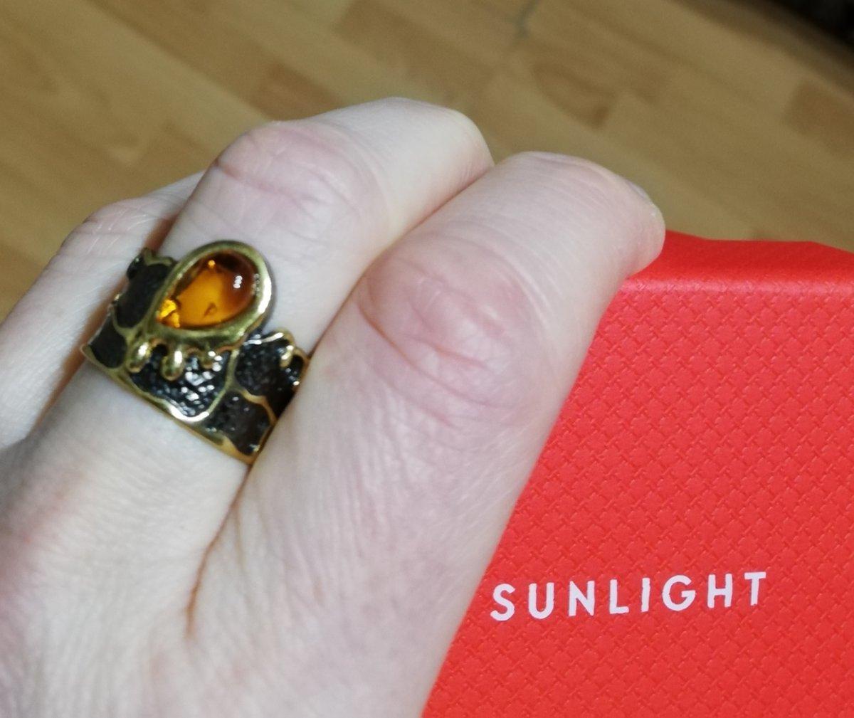 Кольцо серебряное с янтарём