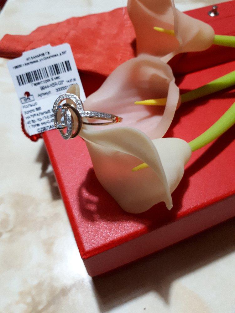Шикарное кольцо с топазом светло- голубым в оправе из россыпи бриллиантов.