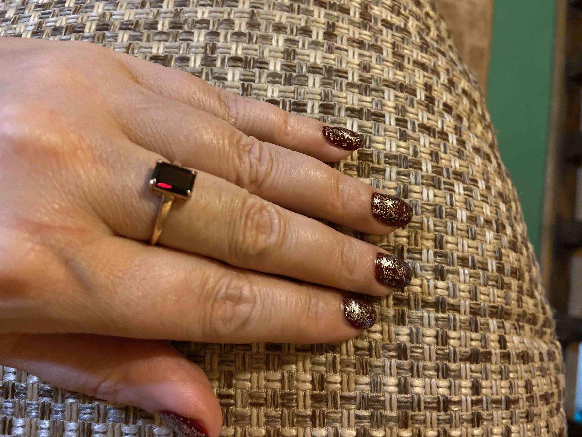 Кольцо очень красивое ,современное