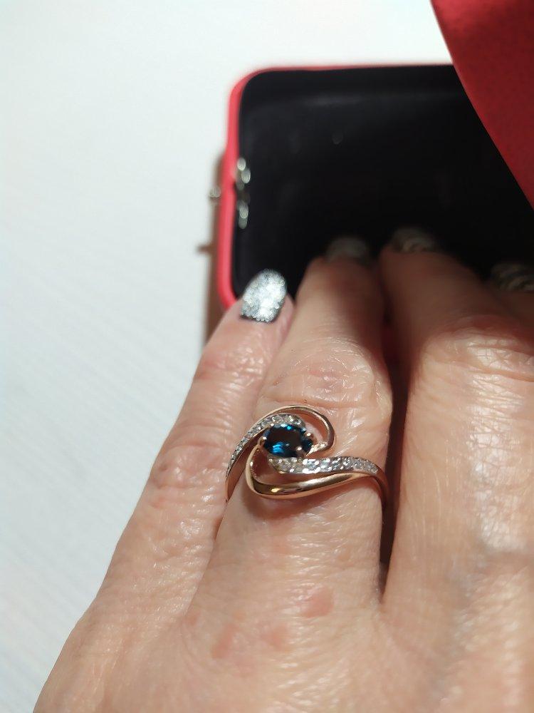 Изящное кольцо с синим топазом