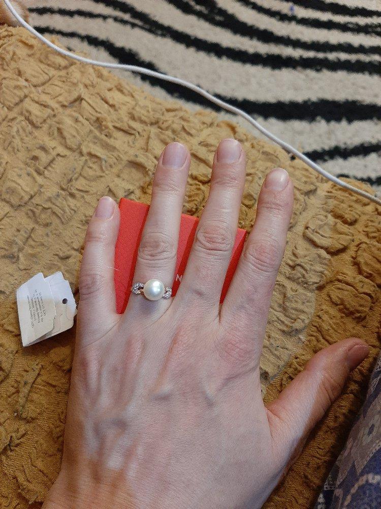 Кольцо с жемчугом прекрасно.