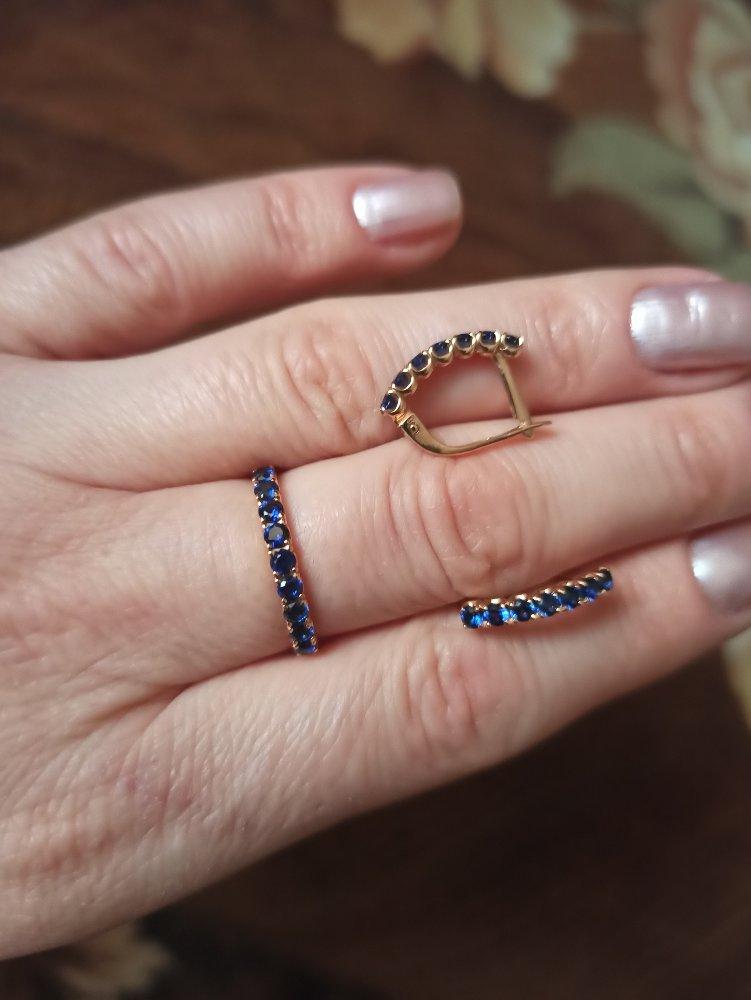 Золотое кольцо и серьги с сапфирами.