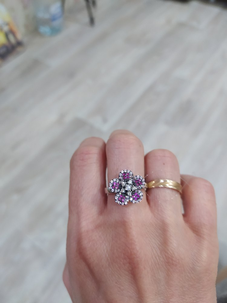 Серебряное кольцо с искусственными цветными фианитами