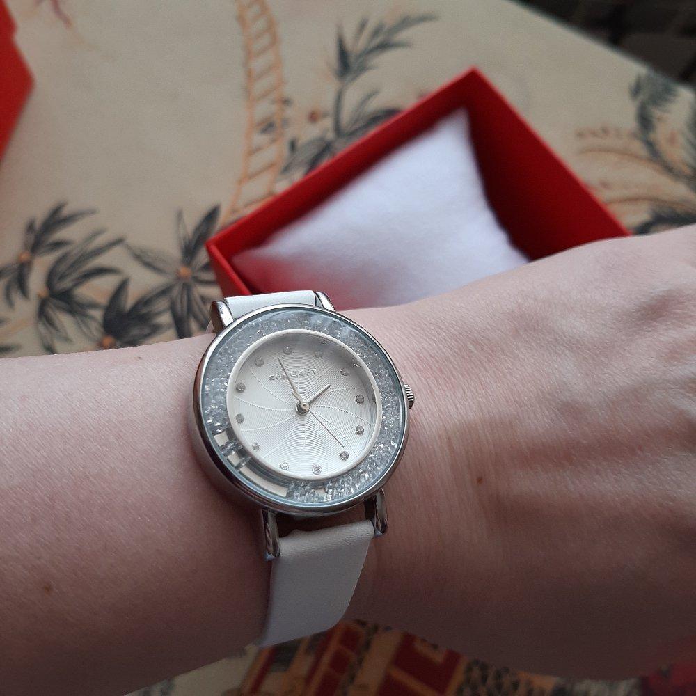 Красивые часы.