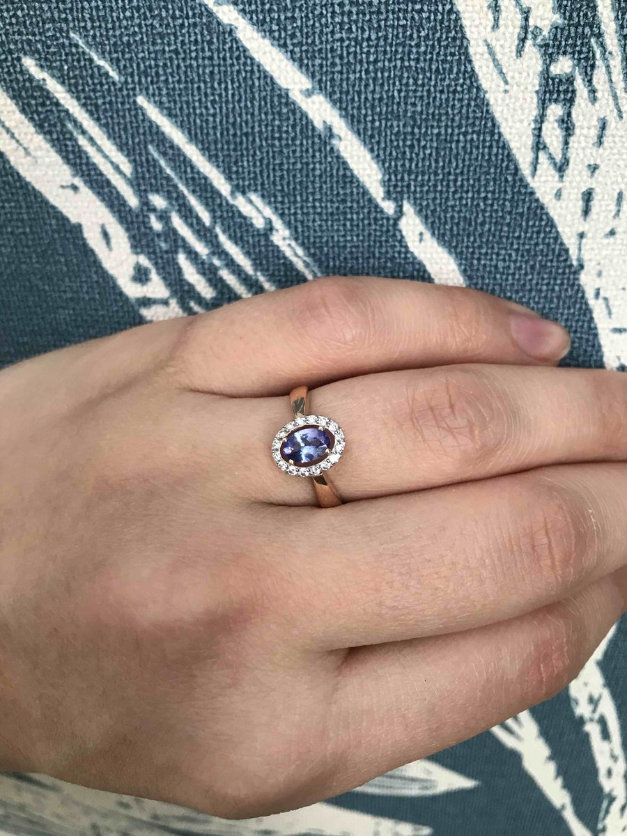 Золотое кольцо с танзанитом и бриллиантами
