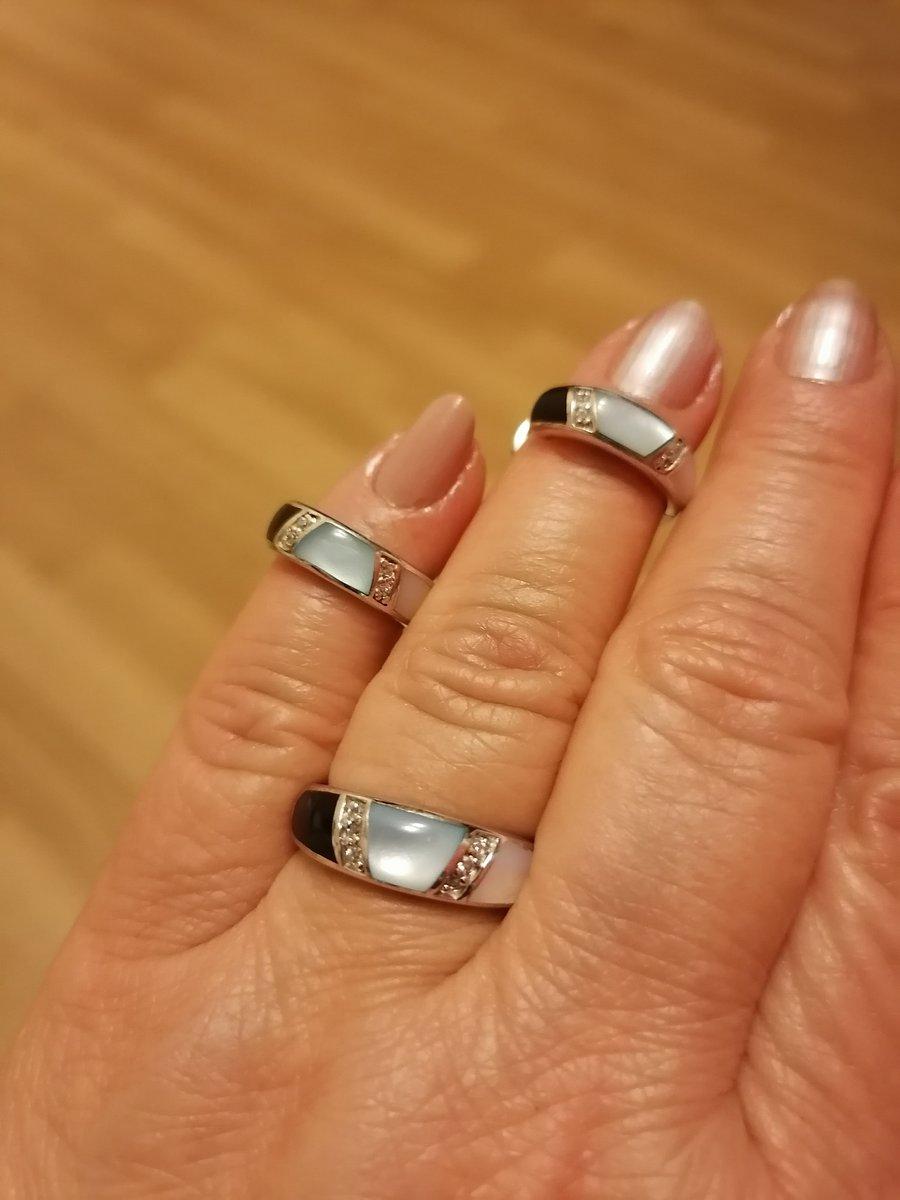 Купила комплект кольцо и сережки на подарочный сертификат.