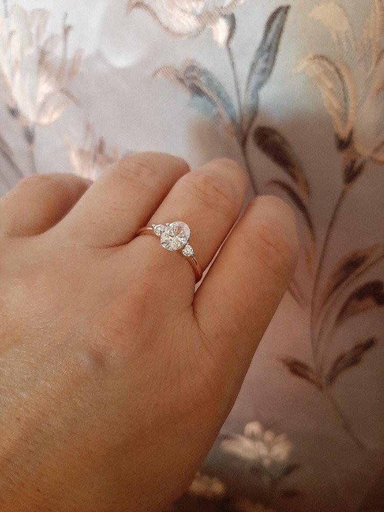 Очаровательное серебряное кольцо с фианитами!