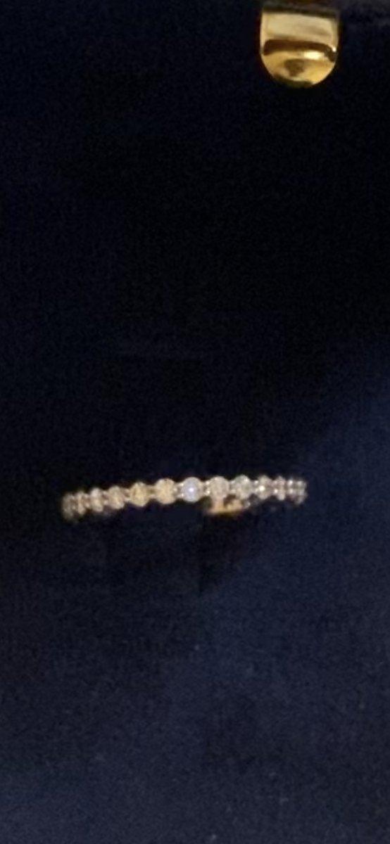 Кольцо с длрожкой из брильянтов.