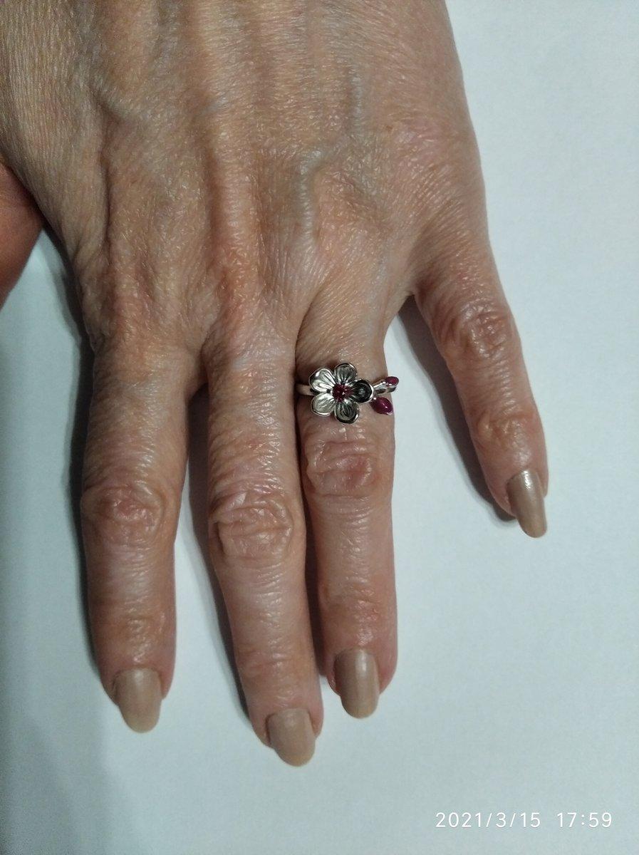 Серебряное кольцо с корундон