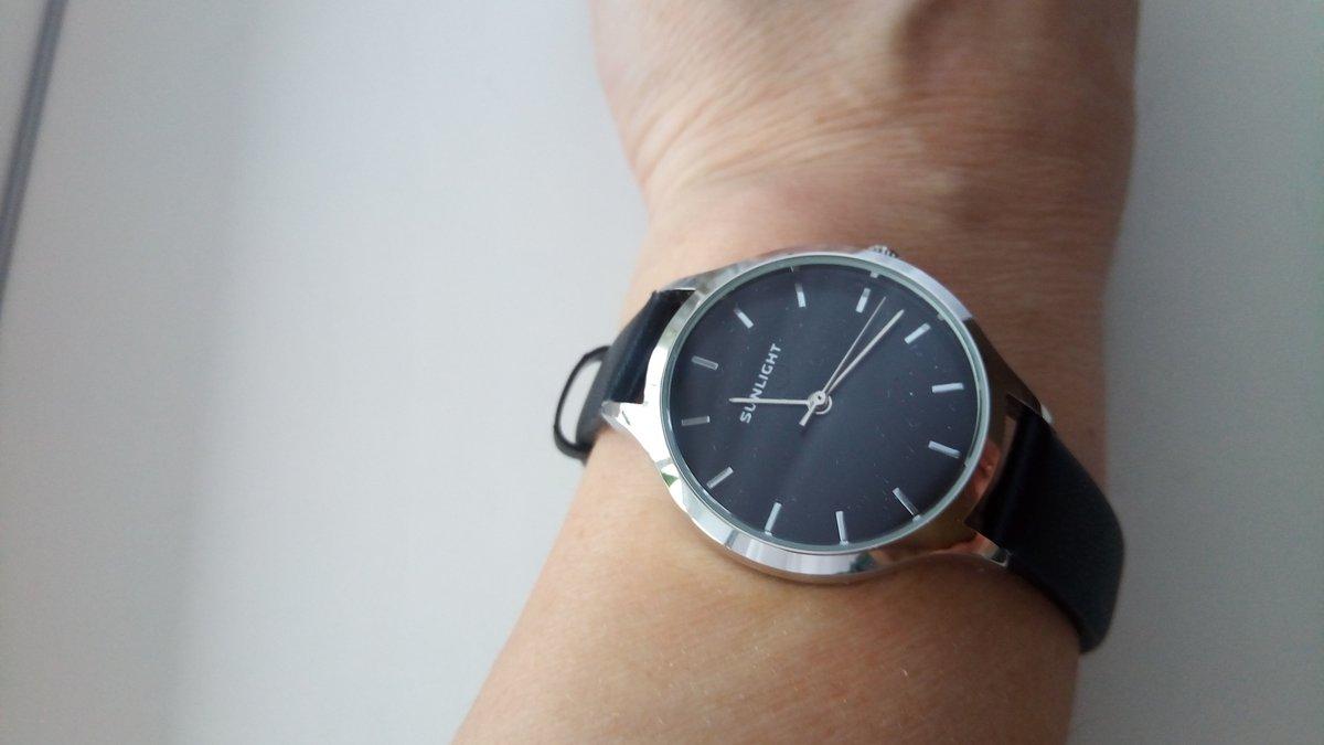 Часы  покупала  для дочери  в подарок.