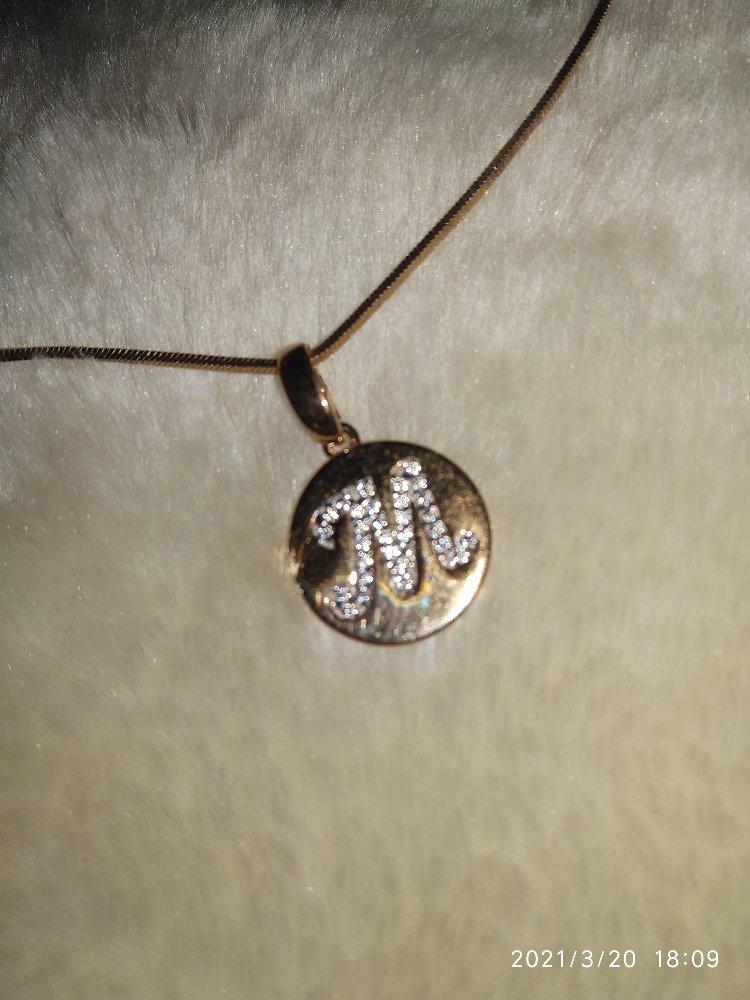 """Золотой медальон      с буквой """" м"""""""