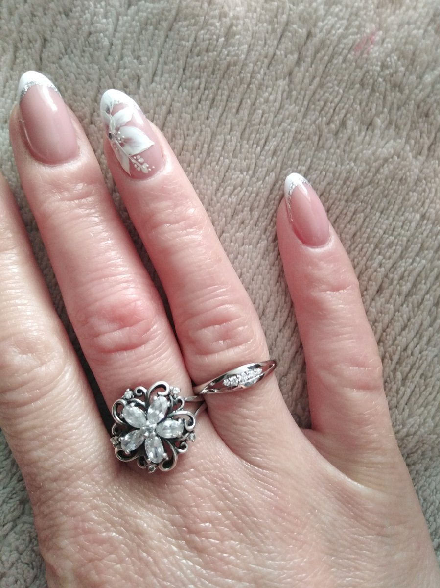 Кольцо белое золото с бриллиантами шикарное!!! купили на бракосочетание!!!!
