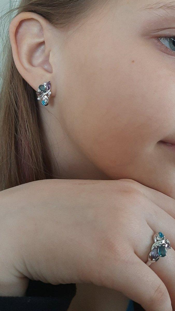 Кольцо с фианитами и ювелирными кристаллами.