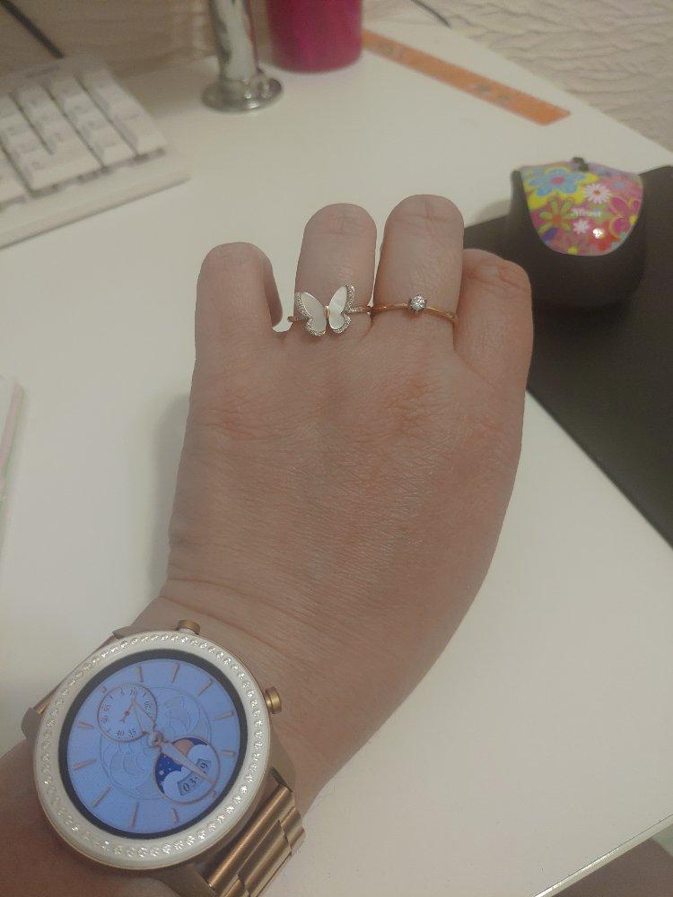 Кольцо очень красивое,очень нежное.каждый раз глядя на него очень радуюсь.