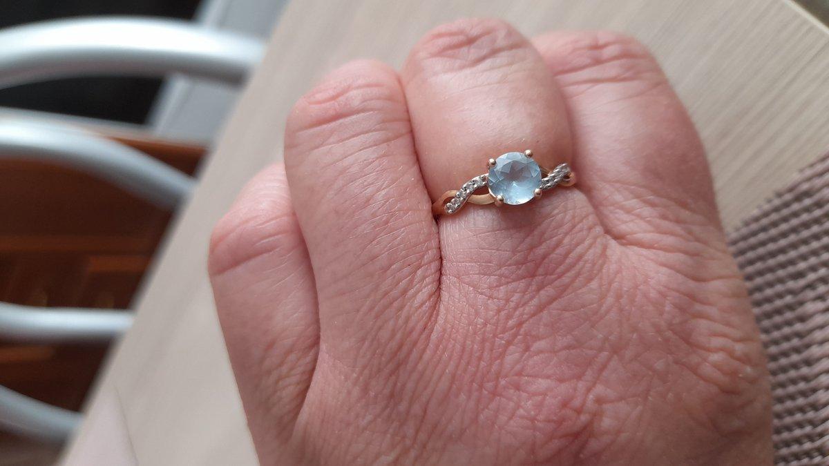 Кольцо с топазом и бриллиантоми