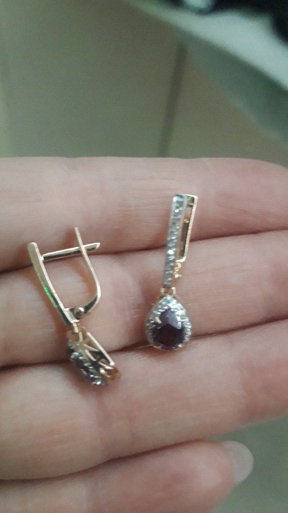 Серьги с бриллиантами и александритом.