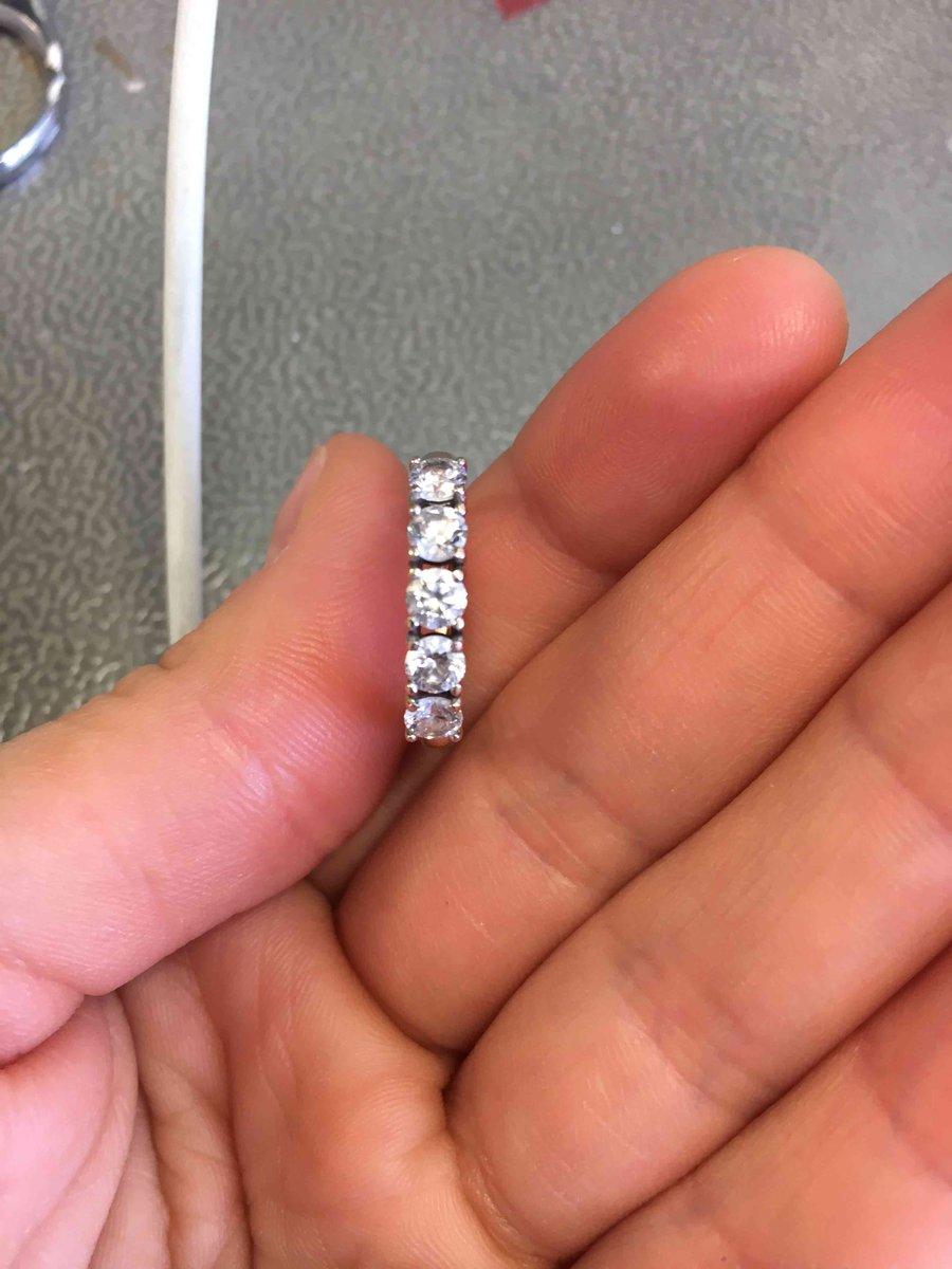 Золотое кольцо с фианитами сваровски