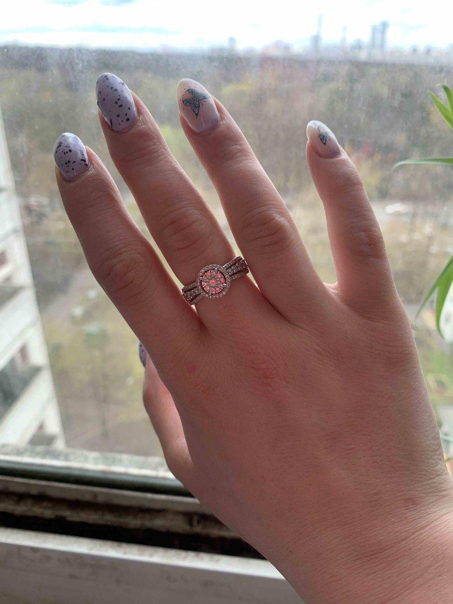 Кольцо с брилиантом!