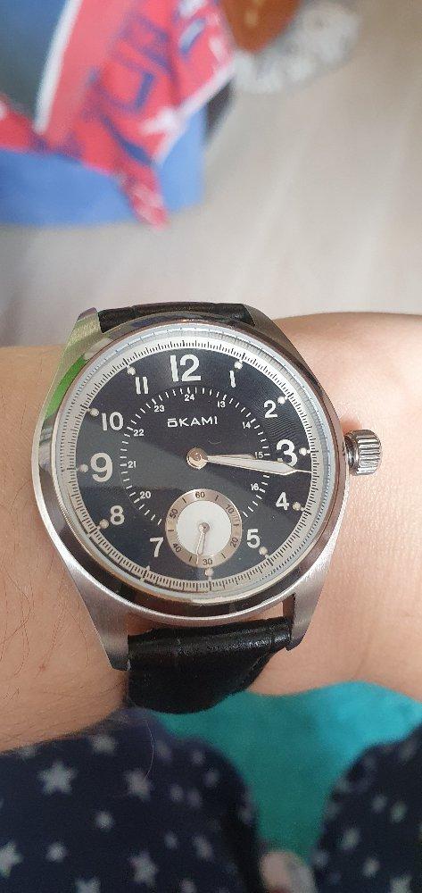 Часы очень  красиво смотрятся на руке.