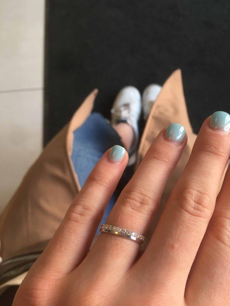 Очень красивое, аккуратное кольцо)