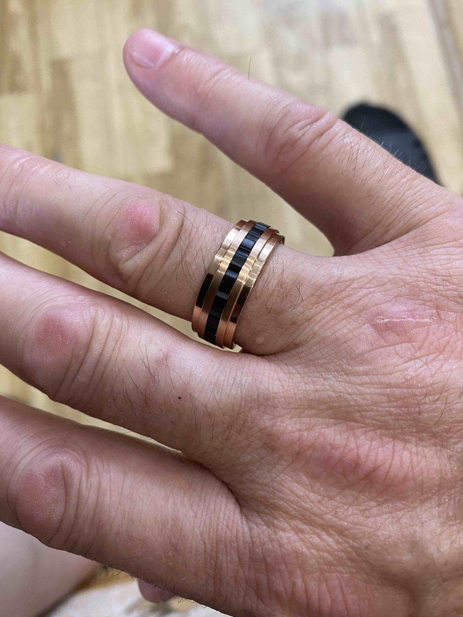 Давно искал такое кольцо и наконец сам магазин пригласил меня примерить...
