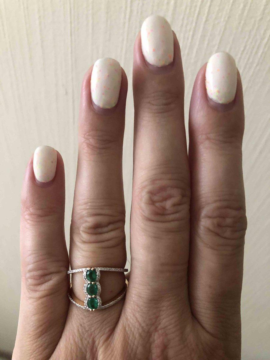 Оригинальной формы кольцо 💚