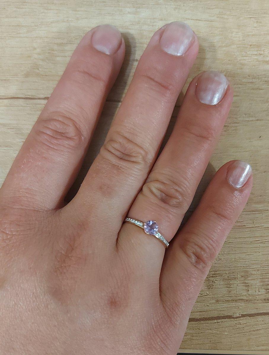 Очень красивое и изящное кольцо.