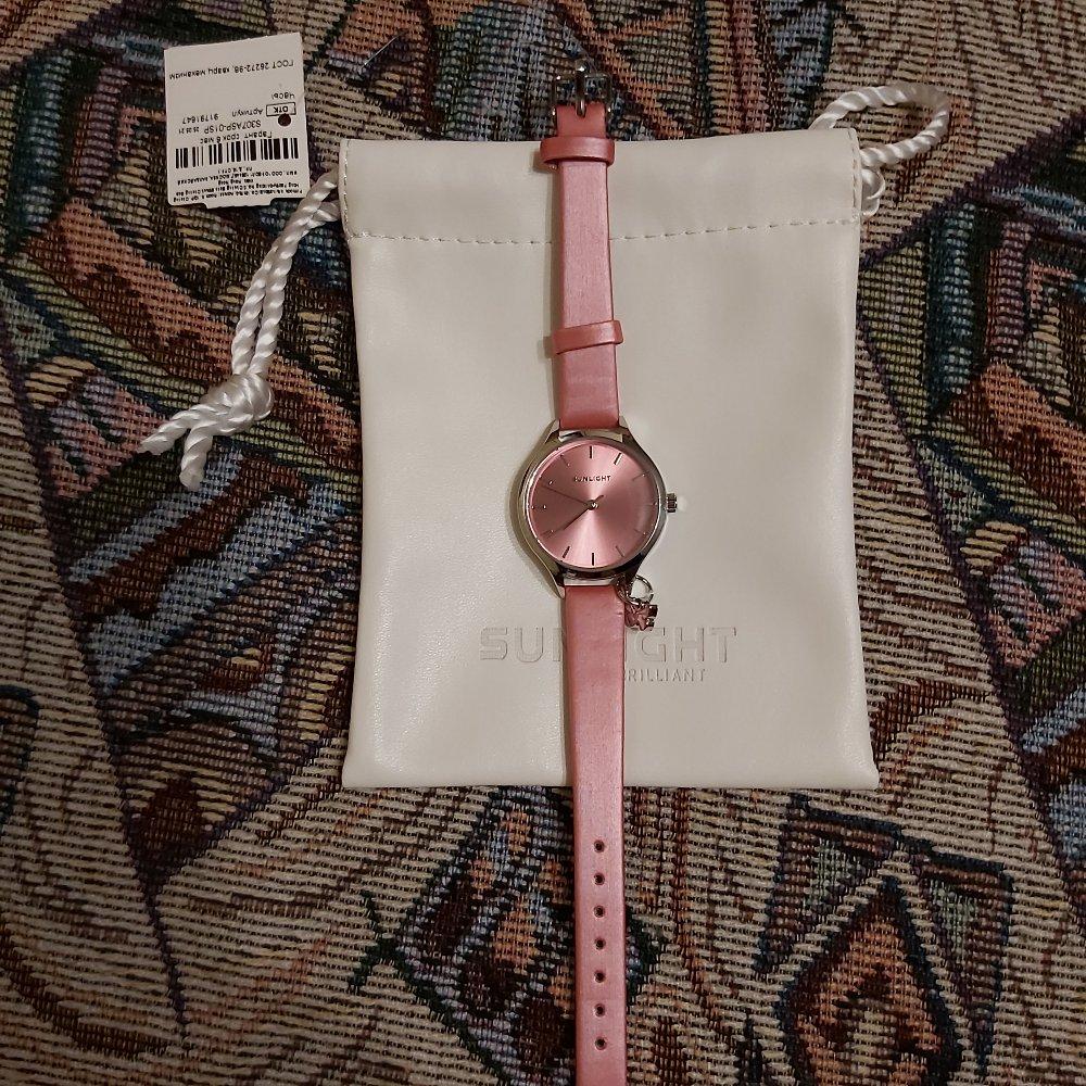 Розовые часы.