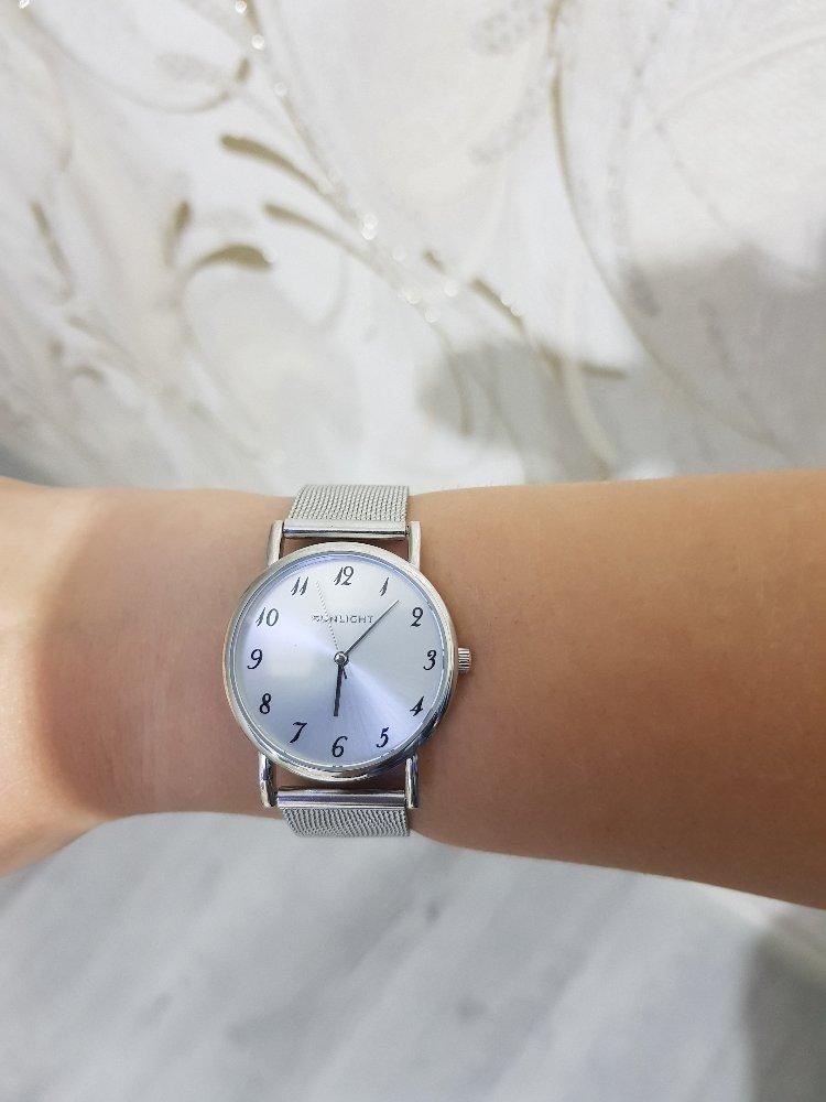 Часы смотрятся шикарно. Покупкой осталась довольна.