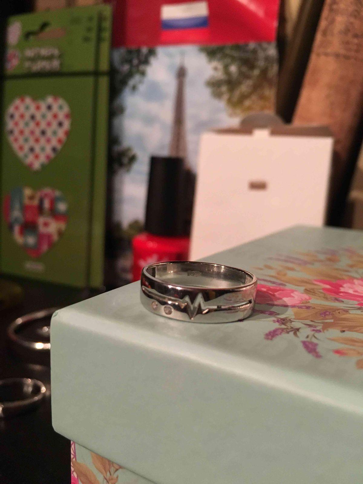 Красивое, современное кольцо
