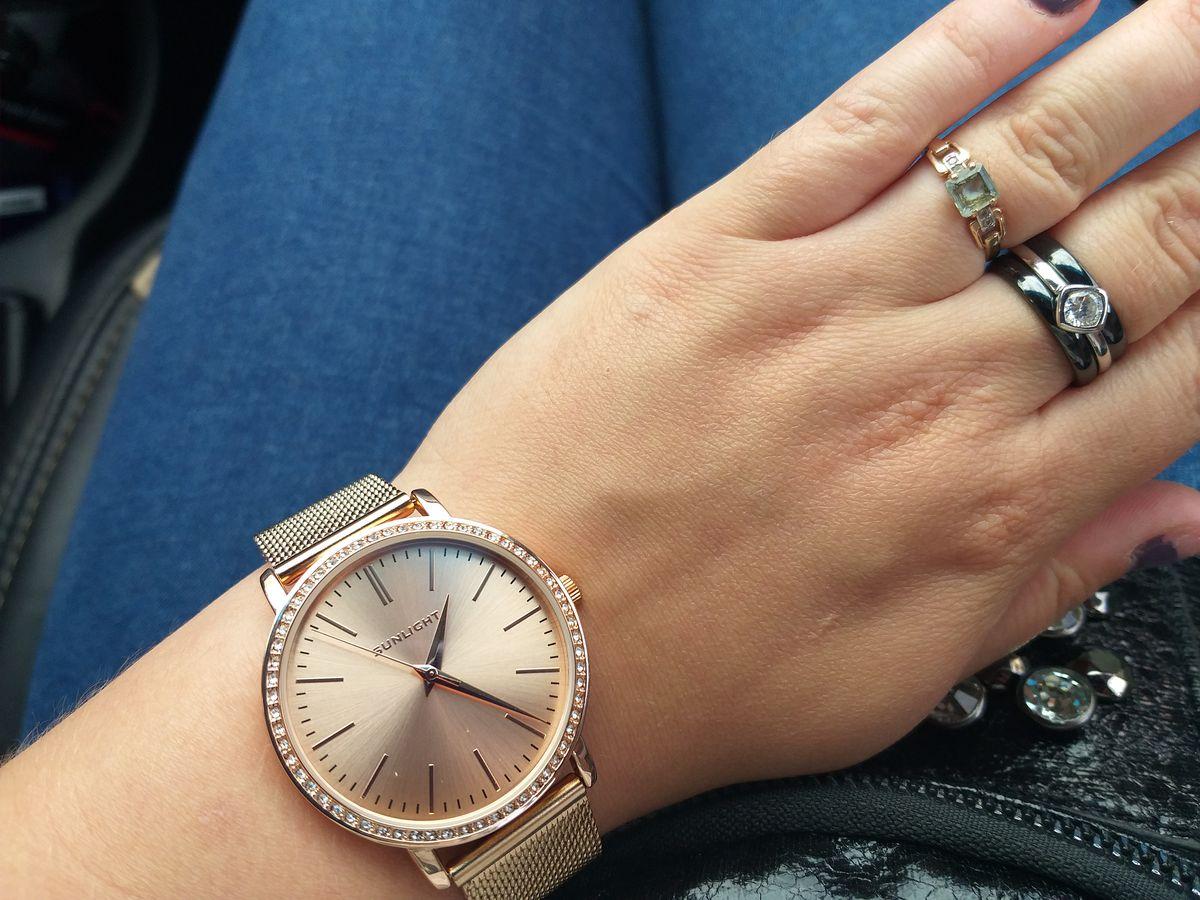 Сегодня приобрела часы, покупкой очень довольна. Давно такие хотела.