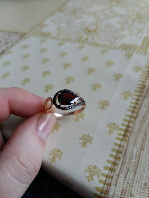 Кольцо с гранатом.
