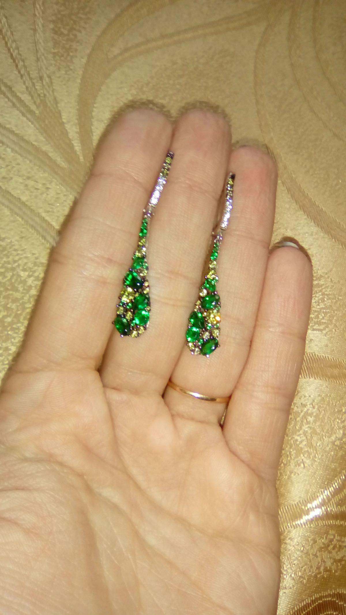 Очень красивые серьги для любителей зелёного цвета!