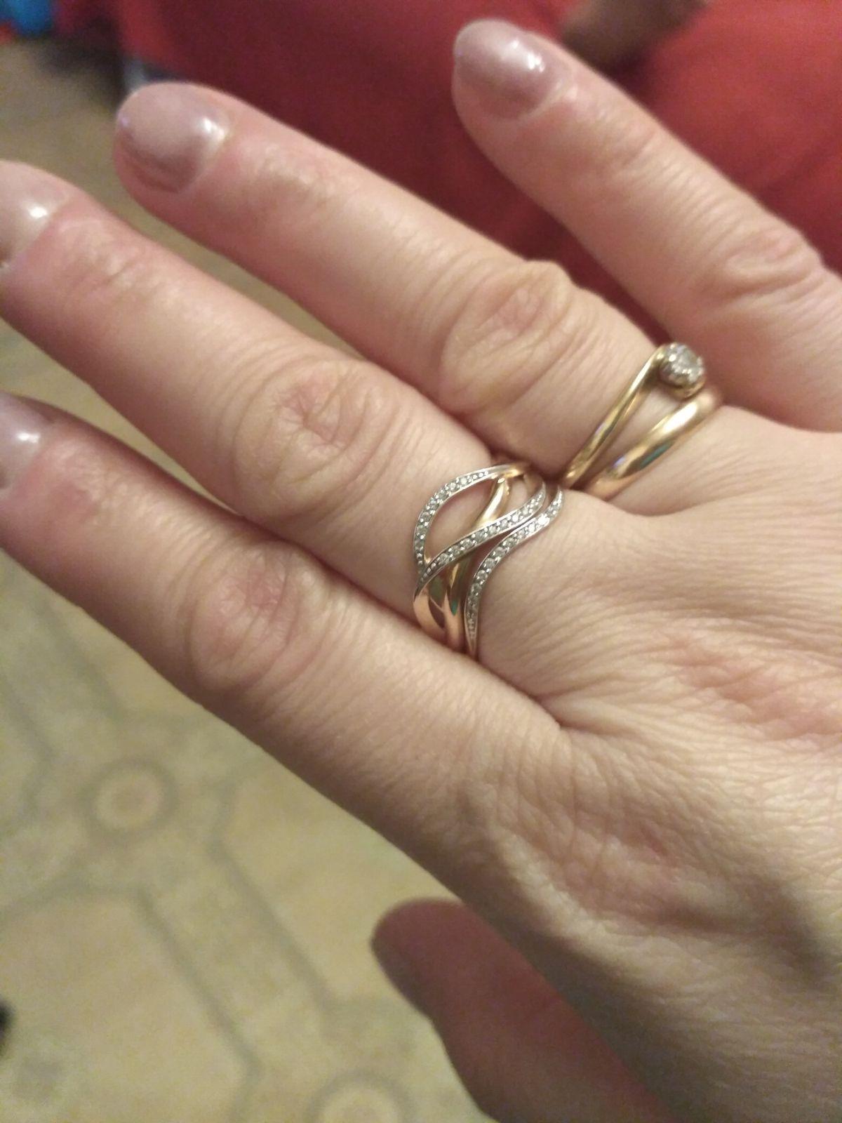 Колечко из красного золота...очень здорово смотрится на пальчике... спасибо