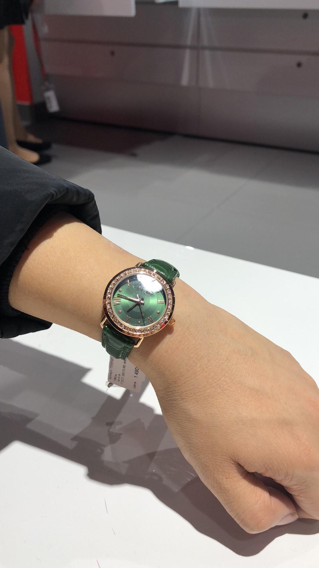 Часы куплены для подарка.часы очень красивые
